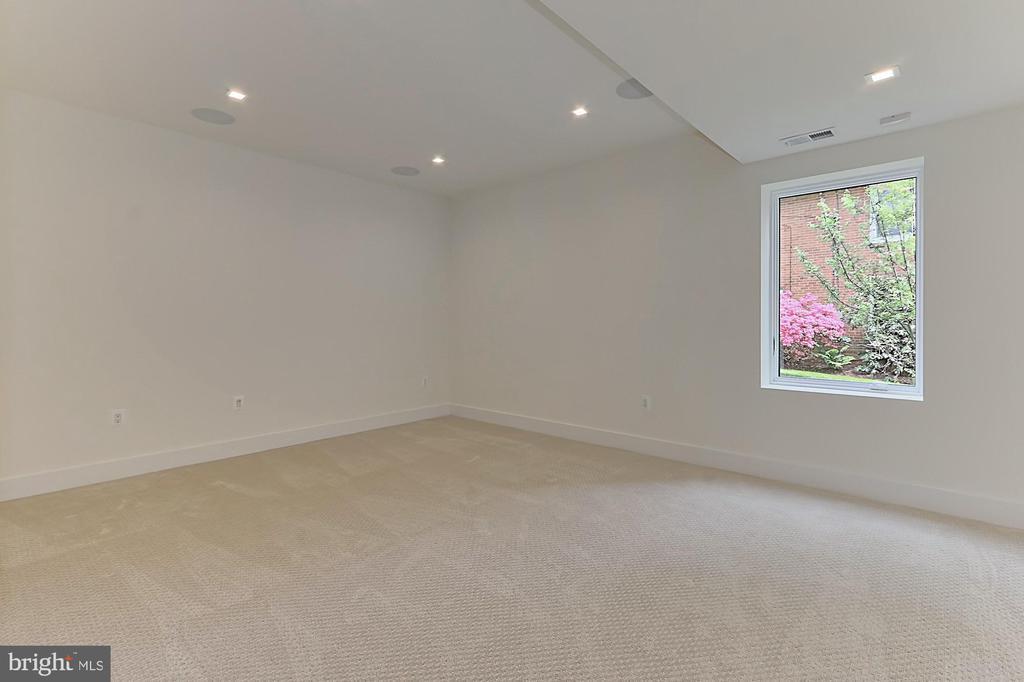 Office/ exercise room - 3036 N POLLARD ST N, ARLINGTON