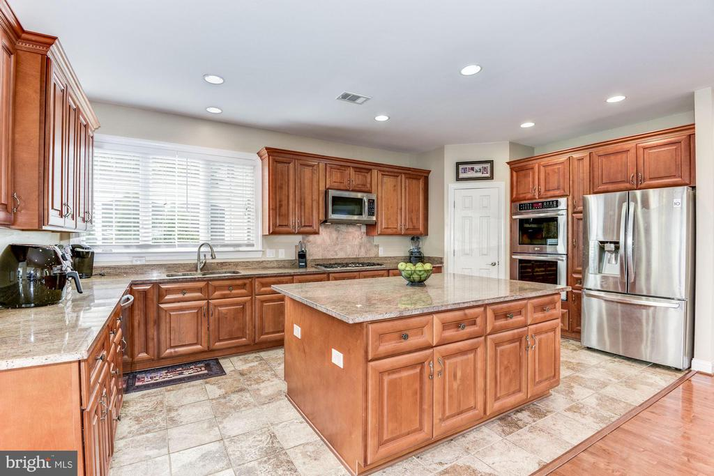 Stainless steel appliances - 43345 NICKLAUS LN, CHANTILLY