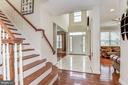 Beautiful curved steps near two-story foyer - 43345 NICKLAUS LN, CHANTILLY