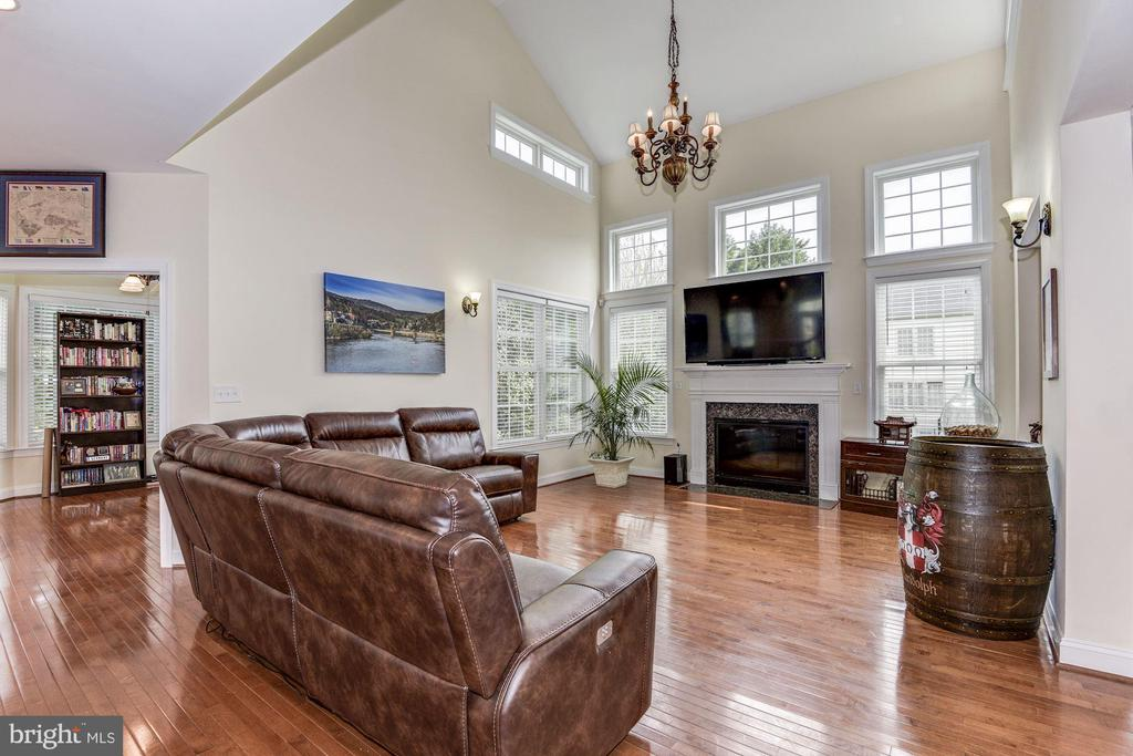 Soaring two-story family room - 43345 NICKLAUS LN, CHANTILLY
