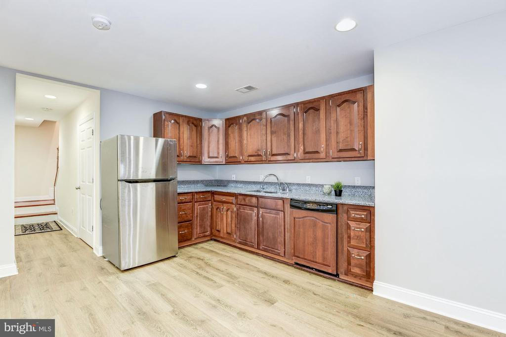 2nd kitchen in lower level - 43345 NICKLAUS LN, CHANTILLY
