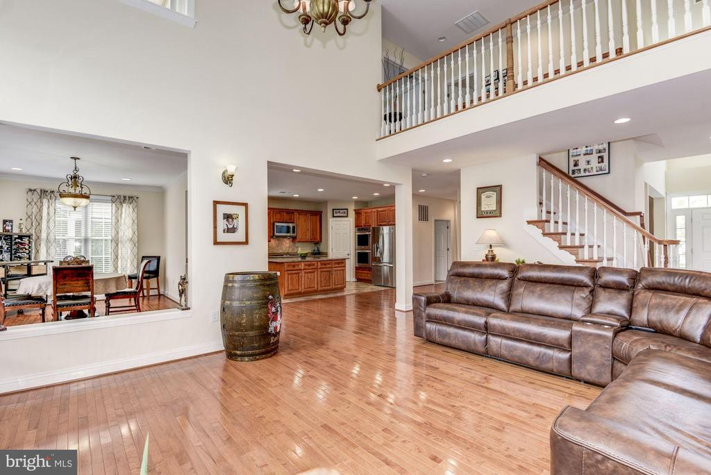 2nd story overlook into family room - 43345 NICKLAUS LN, CHANTILLY