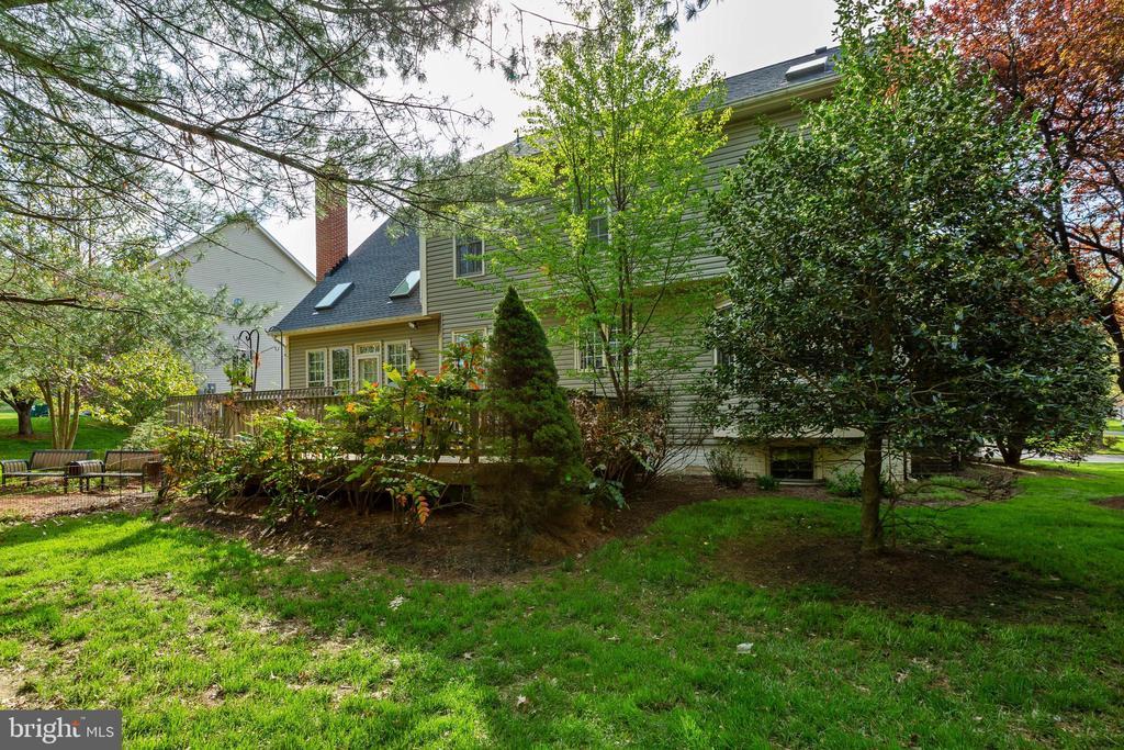 Lush Backyard - 8237 GALLERY CT, MONTGOMERY VILLAGE