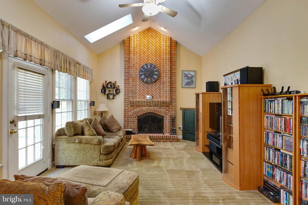 Family Room with Vaulted Ceilings - 8237 GALLERY CT, MONTGOMERY VILLAGE