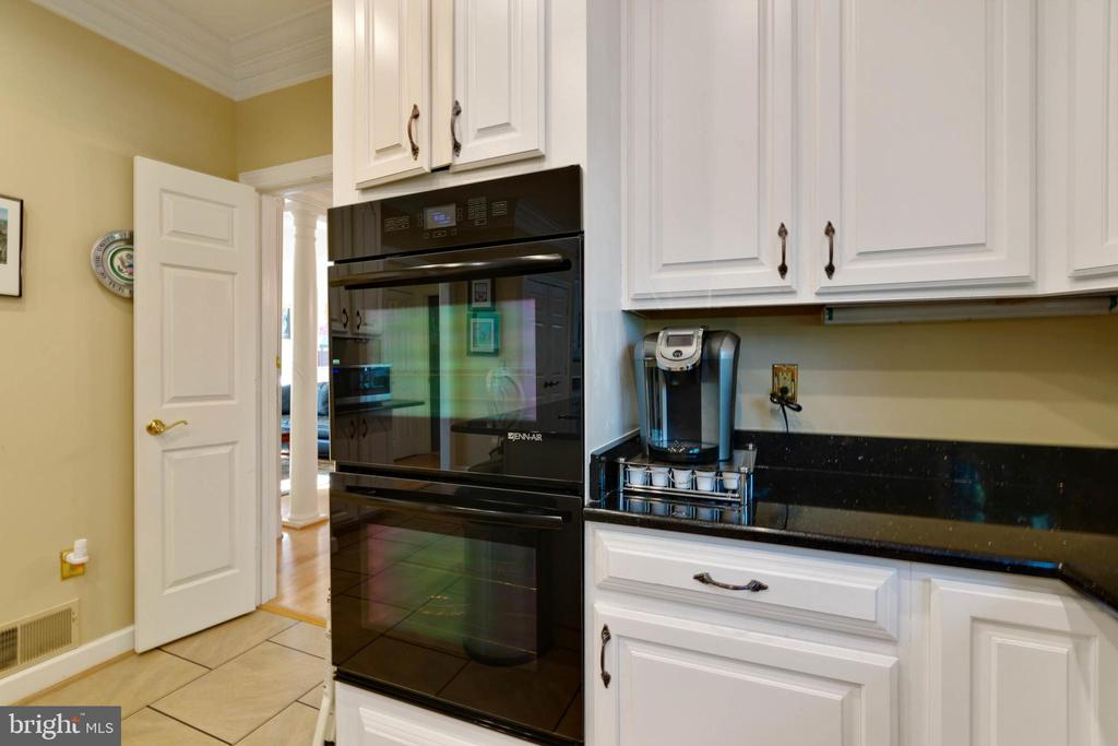 With Double Ovens - 8237 GALLERY CT, MONTGOMERY VILLAGE