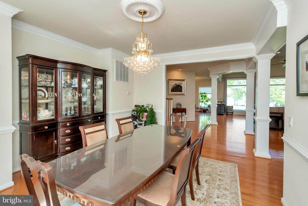 Formal dining for large holiday dinners - 26515 PENNFIELDS DR, ORANGE