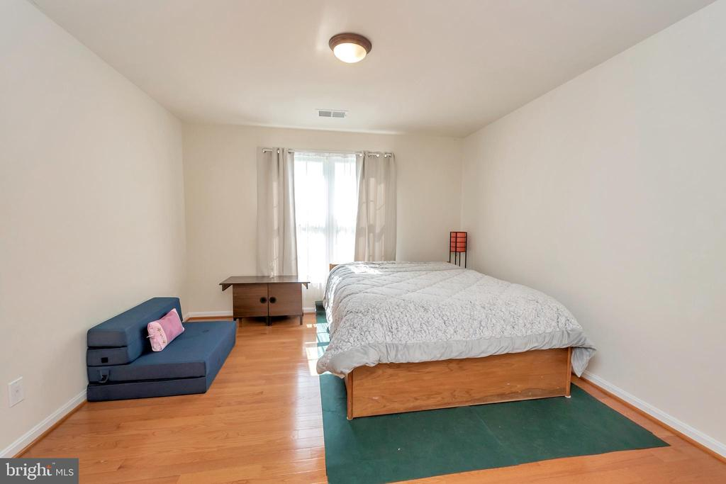 Bedroom for guests or family - 26515 PENNFIELDS DR, ORANGE