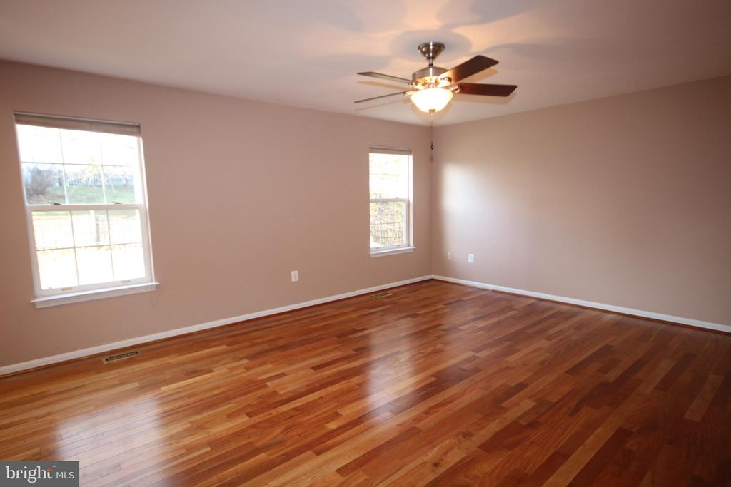 Huge family room off kitchen - 612 KRISTIN CT SE, LEESBURG