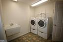 Separate laundry w/ commercial size washer & dryer - 612 KRISTIN CT SE, LEESBURG
