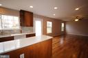 Beautiful kitchen with new quartz countertops - 612 KRISTIN CT SE, LEESBURG