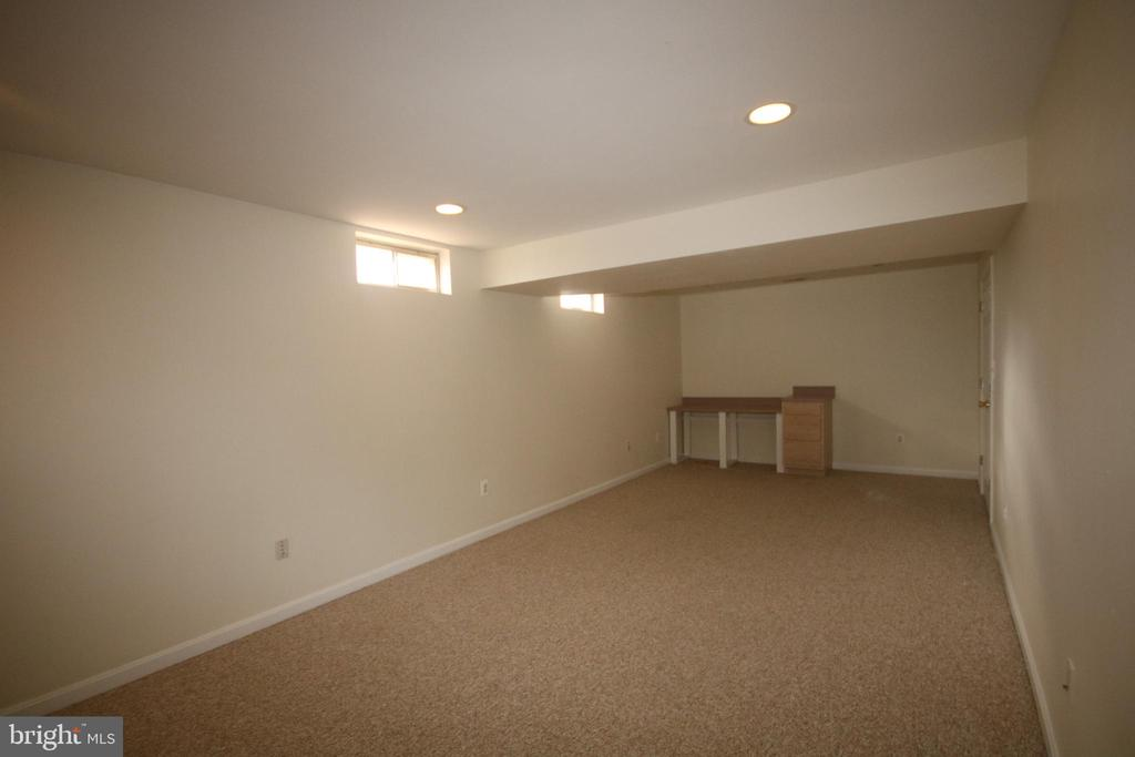 Recreation room has large walk-in closet - 612 KRISTIN CT SE, LEESBURG