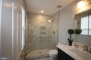 Beautiful new master bath w/custom tile - 612 KRISTIN CT SE, LEESBURG