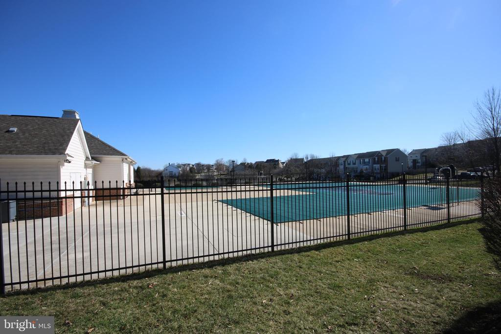 Community pool - 612 KRISTIN CT SE, LEESBURG