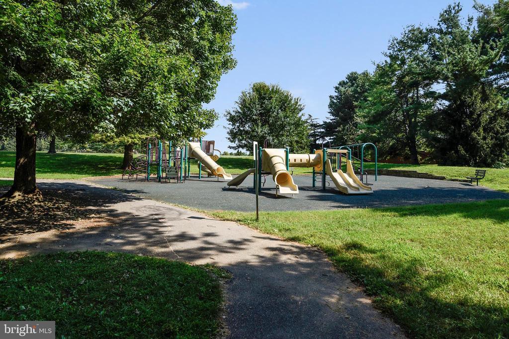 Numerous parks/tot lots - 9130 BOBWHITE CIR, GAITHERSBURG