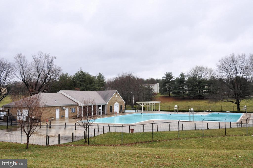 Community pool - 9130 BOBWHITE CIR, GAITHERSBURG
