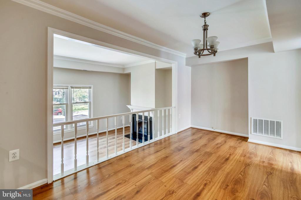 Dining Rm w/ crown molding, tray ceiling & niche - 9130 BOBWHITE CIR, GAITHERSBURG