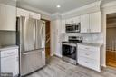 New custom kitchen with soft close cabinetry - 9130 BOBWHITE CIR, GAITHERSBURG