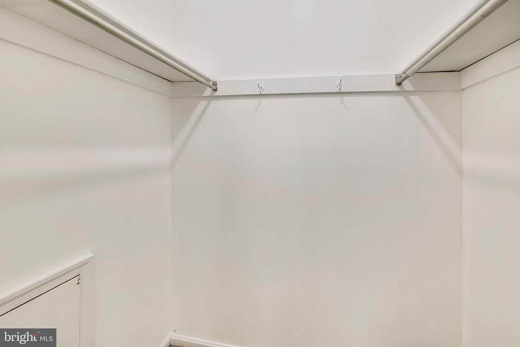 2nd walk-in in master bedroom - 9130 BOBWHITE CIR, GAITHERSBURG