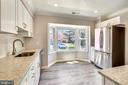 Bright Table space kitchen with bay window - 9130 BOBWHITE CIR, GAITHERSBURG