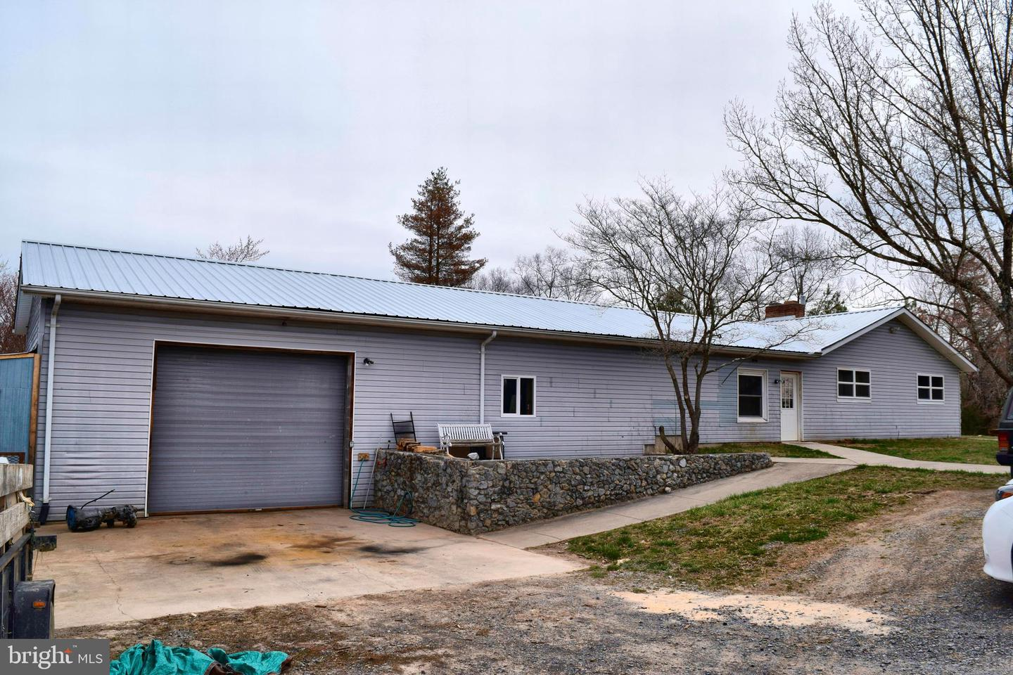 Single Family for Sale at 472 Sherrill Ln Berkeley Springs, West Virginia 25411 United States