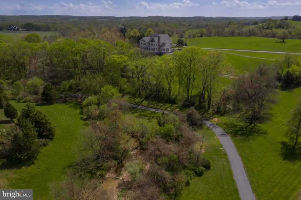 The walking trail/path leadin to the Potomac River - 17160 SPRING CREEK LN, LEESBURG