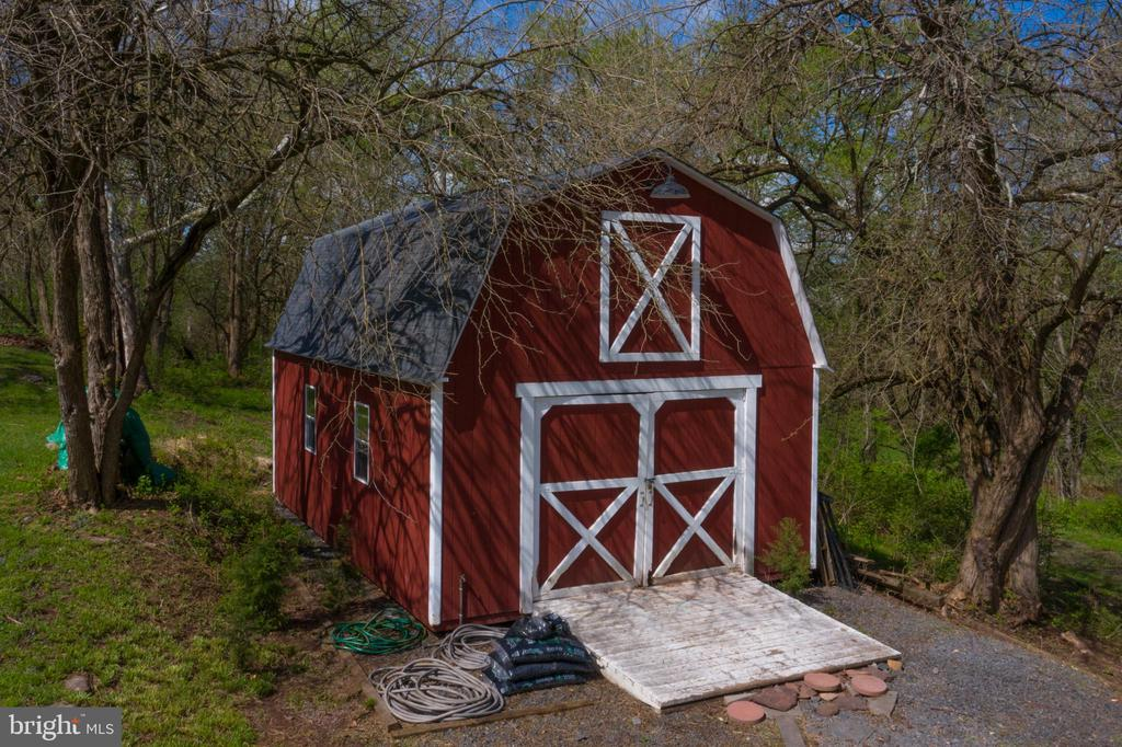 Barn for storage or for future horses - 17160 SPRING CREEK LN, LEESBURG
