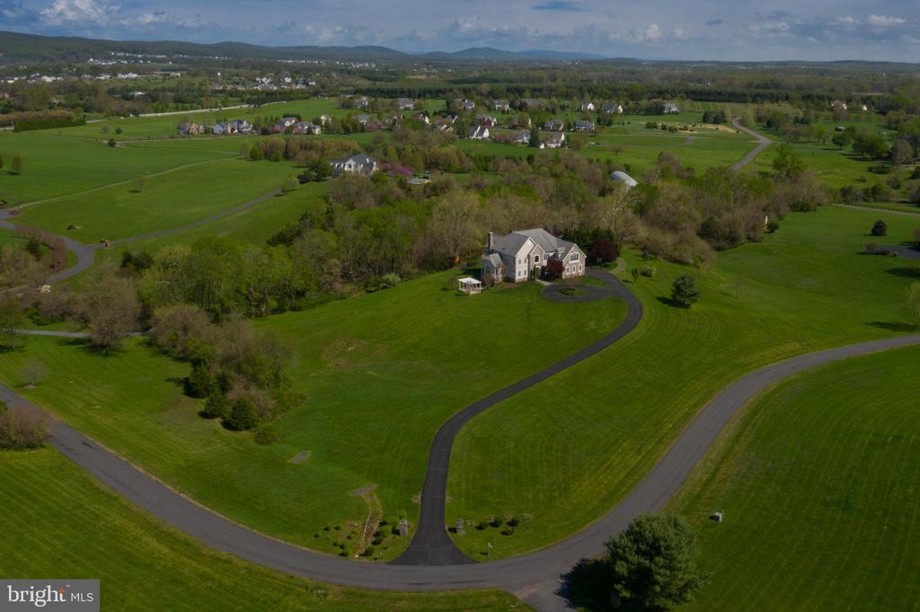 Country living so close to the Town of Leesburg - 17160 SPRING CREEK LN, LEESBURG