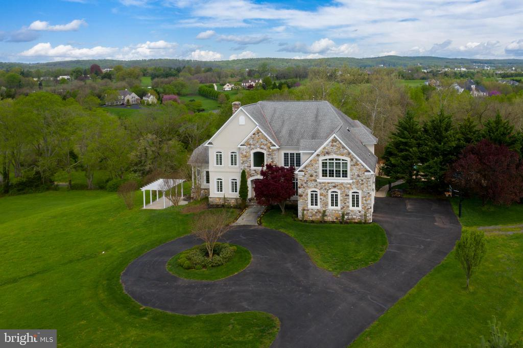 Skylines and mountain views are spectacular - 17160 SPRING CREEK LN, LEESBURG