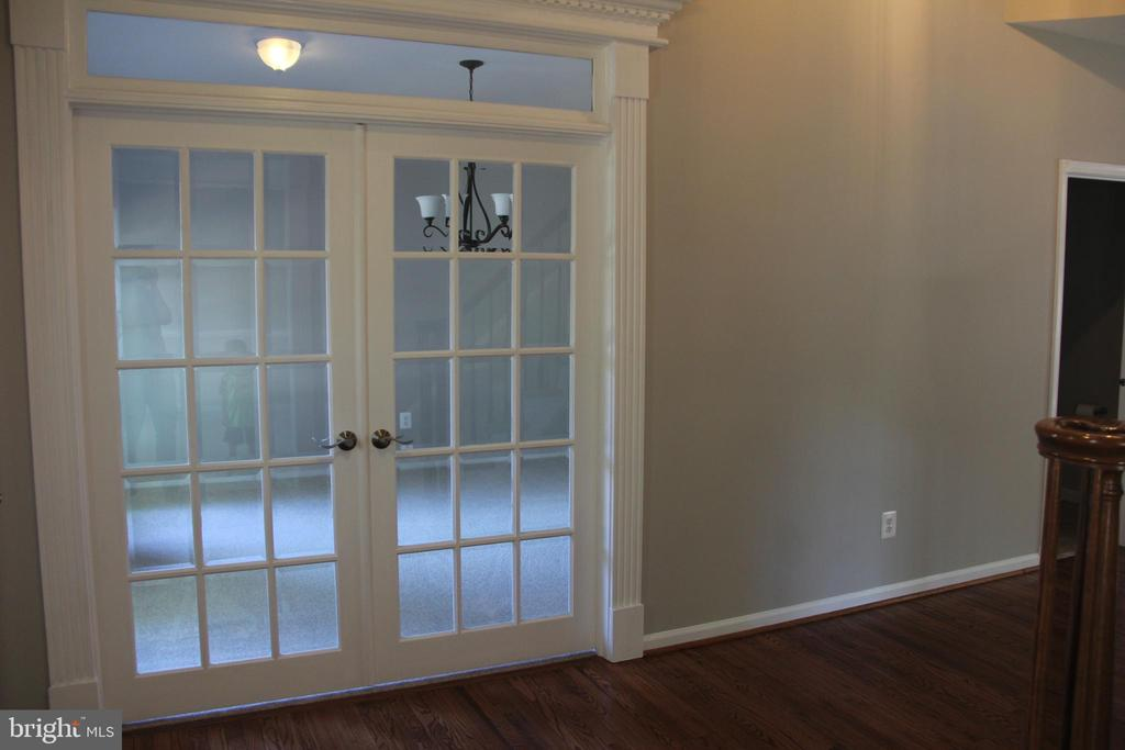 french doors to dining room from foyer - 47177 TIMBERLAND PL, POTOMAC FALLS