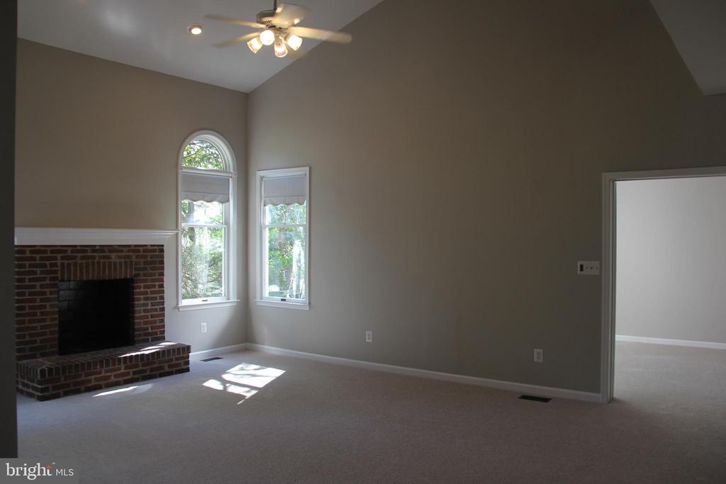 family room and main level study entrance - 47177 TIMBERLAND PL, POTOMAC FALLS