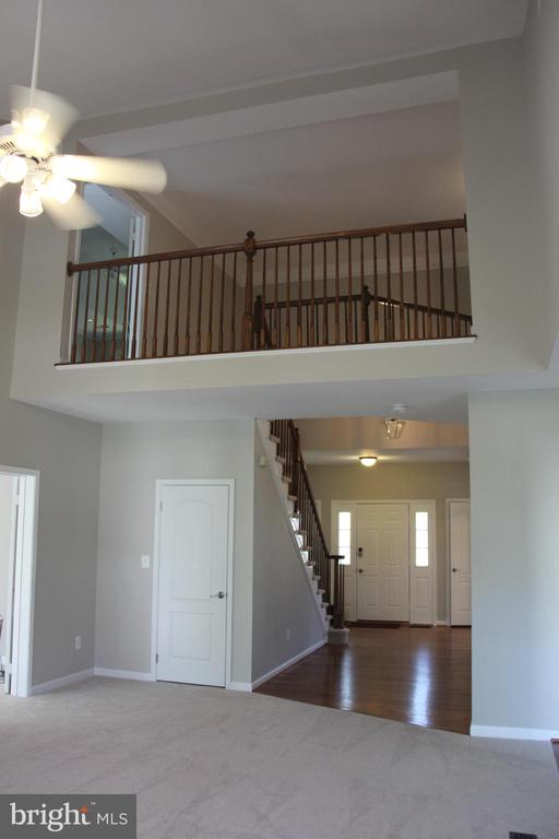 overlook from upper level to family room - 47177 TIMBERLAND PL, POTOMAC FALLS