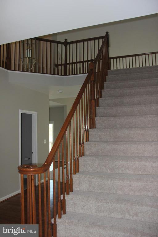 foyer staircase - 47177 TIMBERLAND PL, POTOMAC FALLS