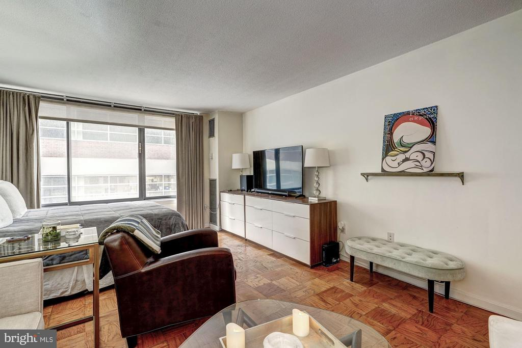 Plentiful wall space for furniture, decor - 1301 20TH ST NW #201, WASHINGTON
