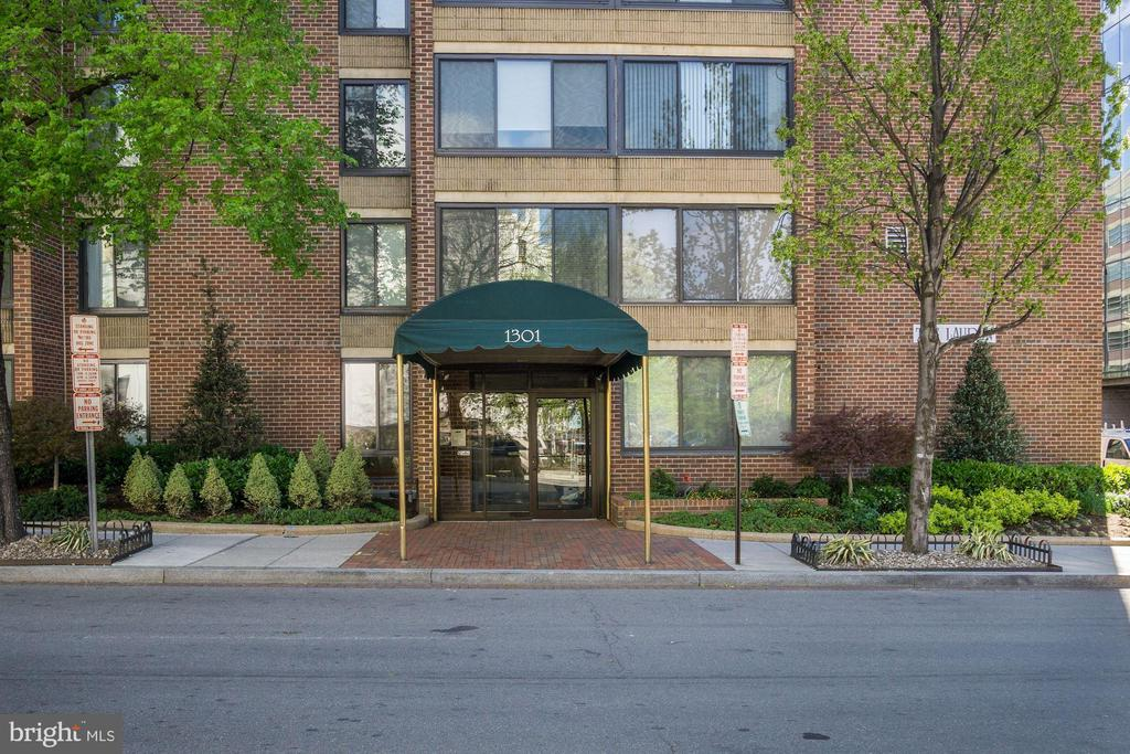 Entry to The Lauren - 1301 20TH ST NW #201, WASHINGTON