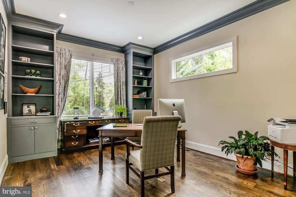 Furniture quality, made in USA built-ins! - 5029 38TH ST N, ARLINGTON