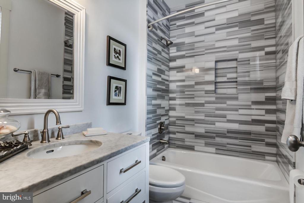 Second floor bathroom - 5029 38TH ST N, ARLINGTON