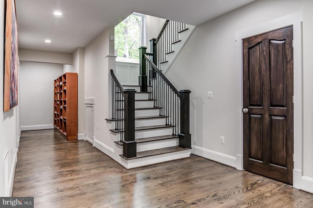 Lower level with solid hardwood floors - 5029 38TH ST N, ARLINGTON