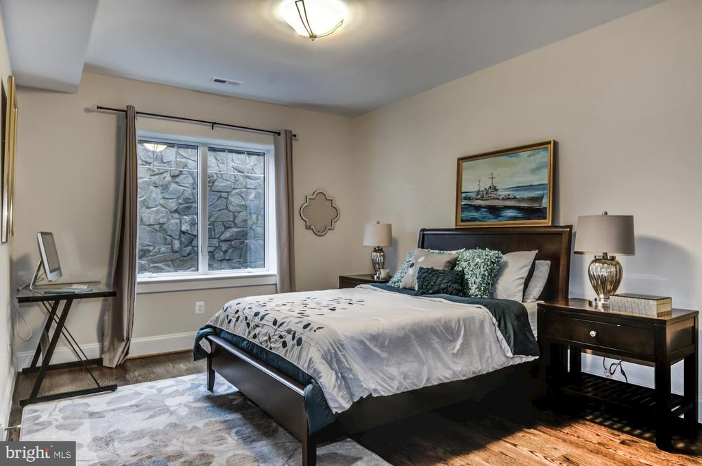 Lower level bedroom - 5029 38TH ST N, ARLINGTON