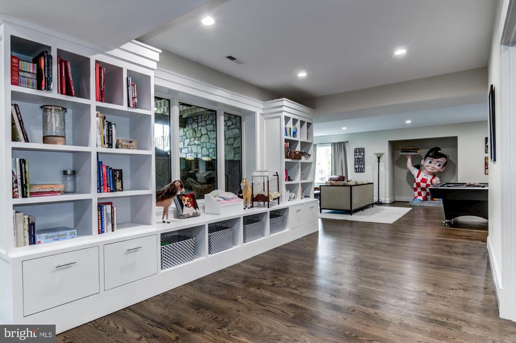 The solid wood built-ins! Practical & Beautiful. - 5029 38TH ST N, ARLINGTON