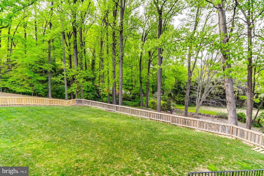 Flat  fenced-in play area for family & pets - 5029 38TH ST N, ARLINGTON