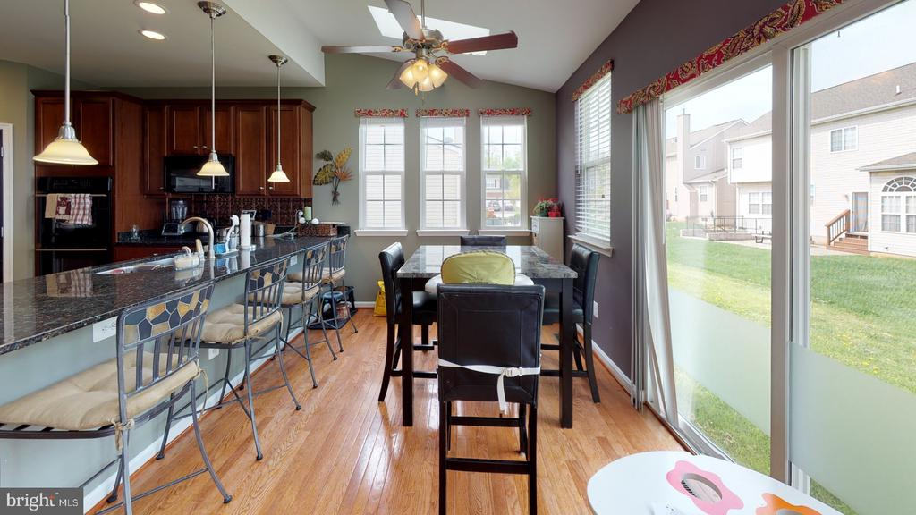 Roomy breakfast bar and sun filled brkfst room - 31 MINERAL SPRINGS, RANSON