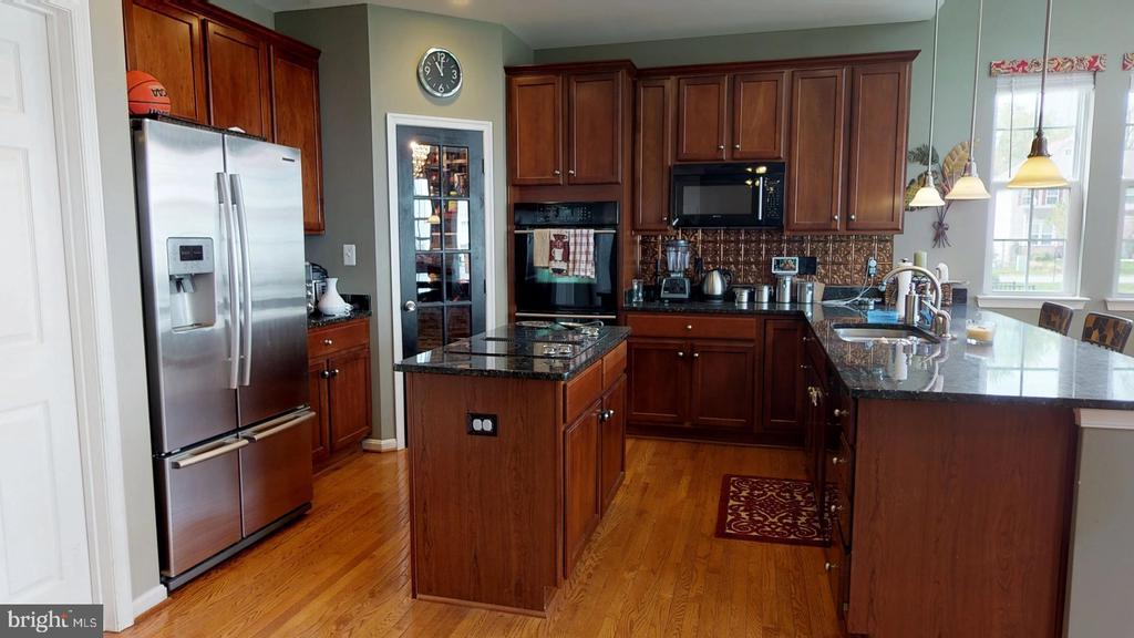 Granite countertops, island cooktop, lg pantry - 31 MINERAL SPRINGS, RANSON