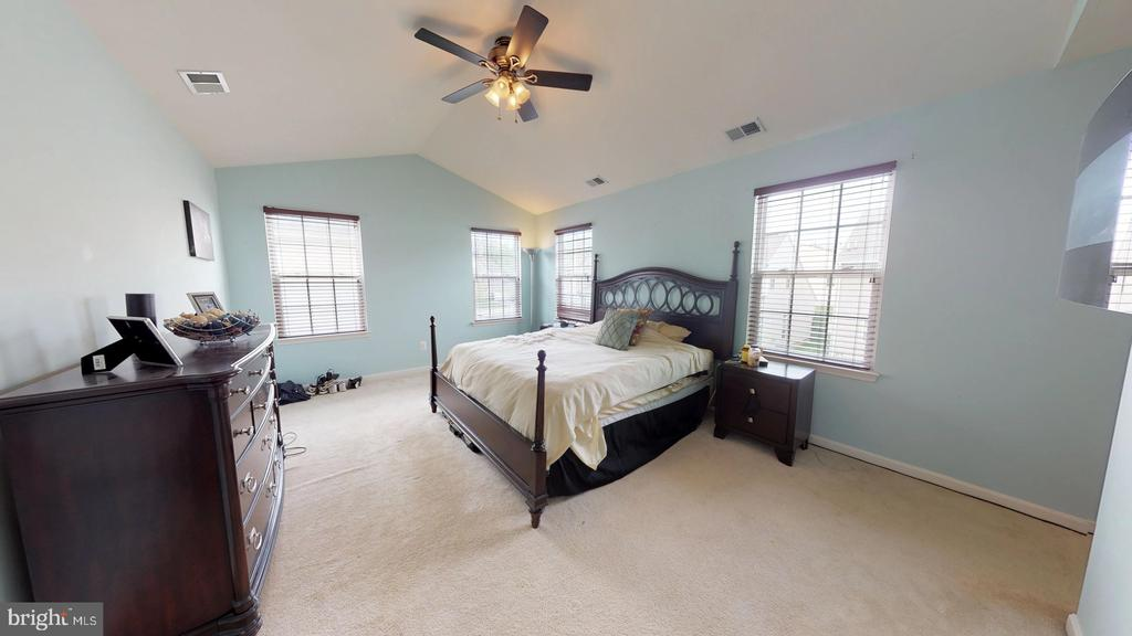 Dreamy master suite with cathedral ceiling - 31 MINERAL SPRINGS, RANSON