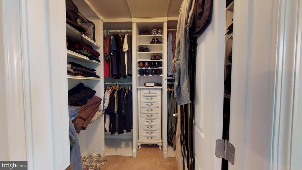 2 custom walk in closets with tons of storage - 31 MINERAL SPRINGS, RANSON