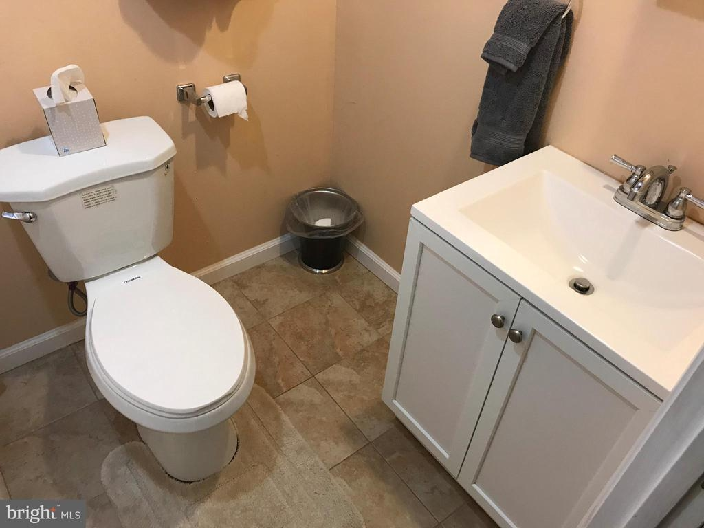 and 3rd full bathroom - 31 MINERAL SPRINGS, RANSON
