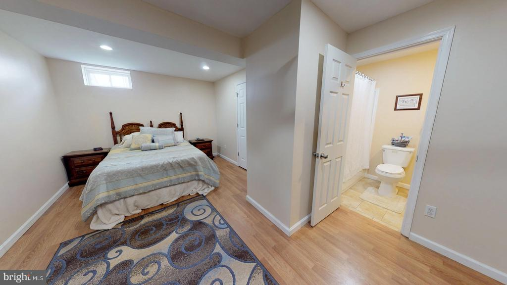 Den/possible 5th bedroom - 31 MINERAL SPRINGS, RANSON