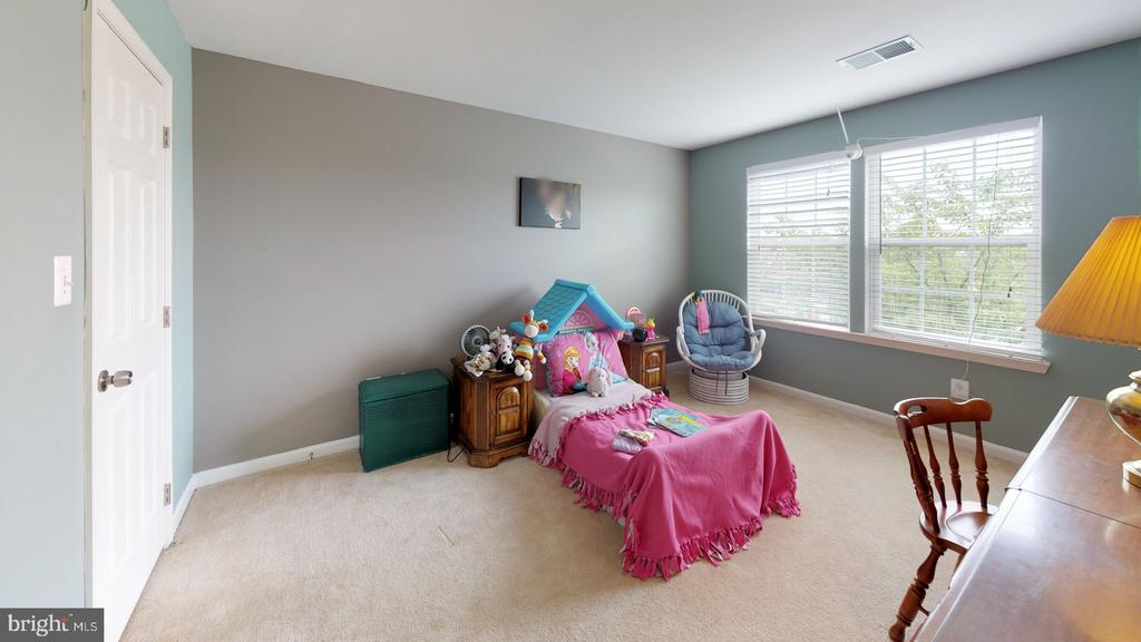 Nicely sized secondary bedrooms - 31 MINERAL SPRINGS, RANSON