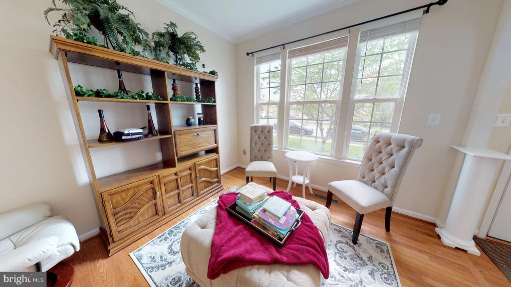 Inviting living room - 31 MINERAL SPRINGS, RANSON