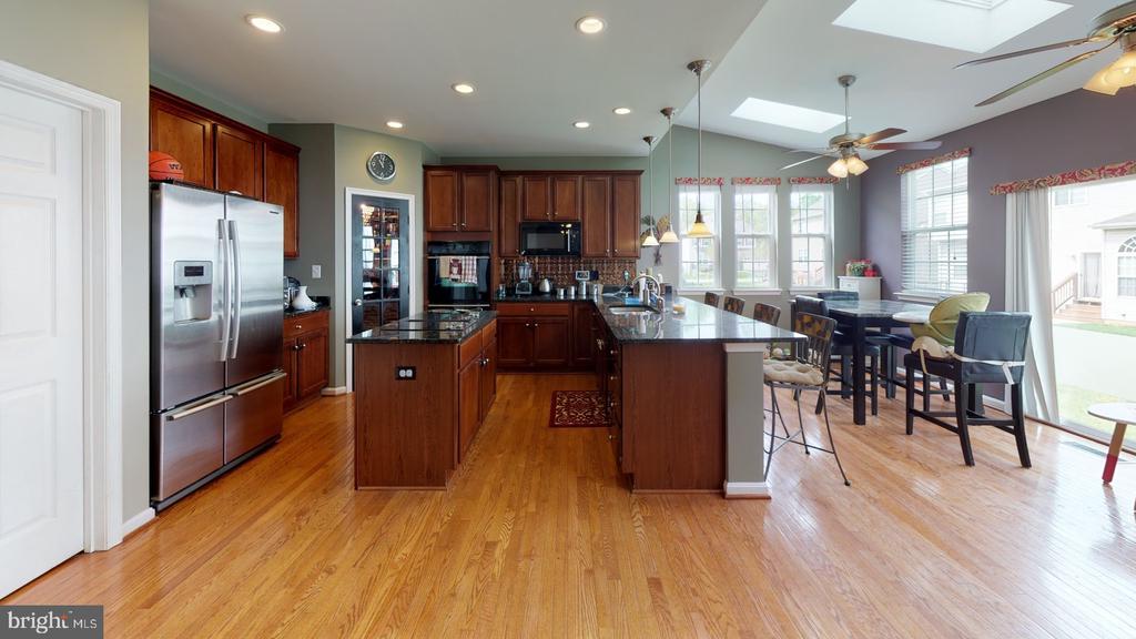 Entertainment ready gourmet kitchen - 31 MINERAL SPRINGS, RANSON