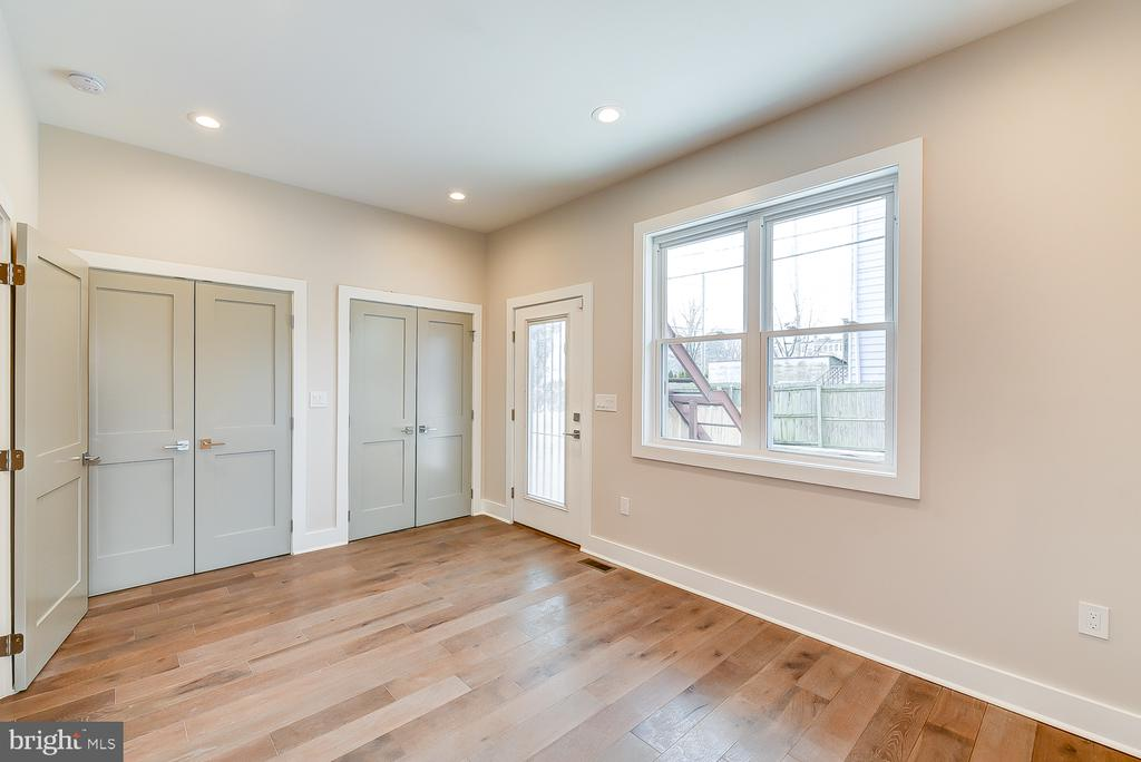 Main level bedroom with ensuite bath - 4324 14TH ST NW #1, WASHINGTON
